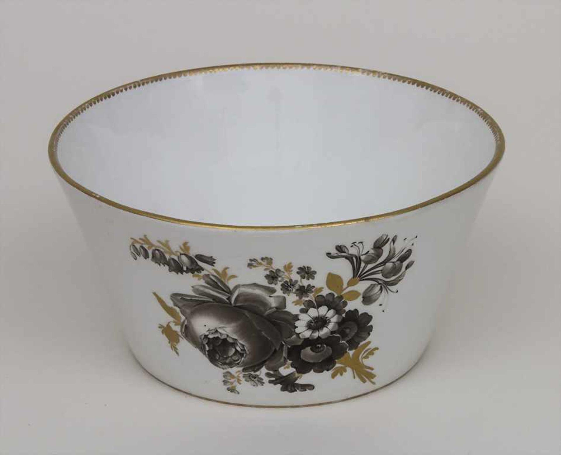Schale mit Blumenbouquets / A bowl with bouquets of flowers, Meissen, um 1774-1814 Material: