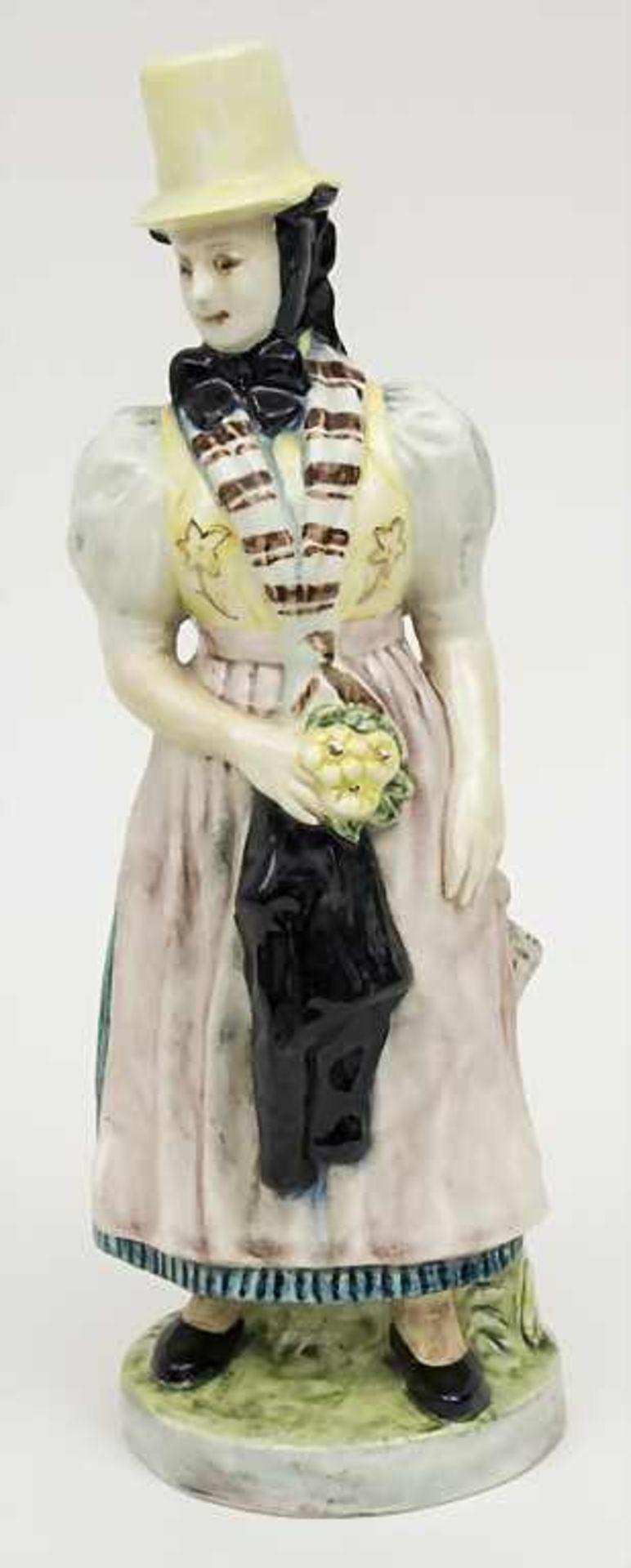 Trachtenfigur 'Tribergerin' / A costumed woman from Triberg, Karlsruher Majolika, um 1950