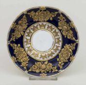 Prunk Unterteller / A saucer, Meissen, um 1830 Material: Porzellan, kobaltblau bemalt, reich mit