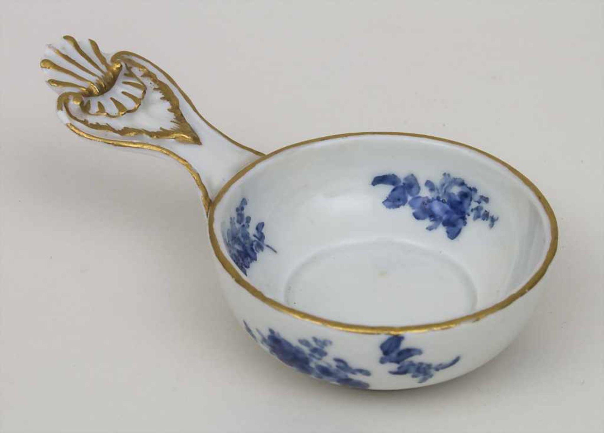Kleines Henkelgefäß / A small dish with handle, Meissen, Anfang 19. Jh. Material: Porzellan,