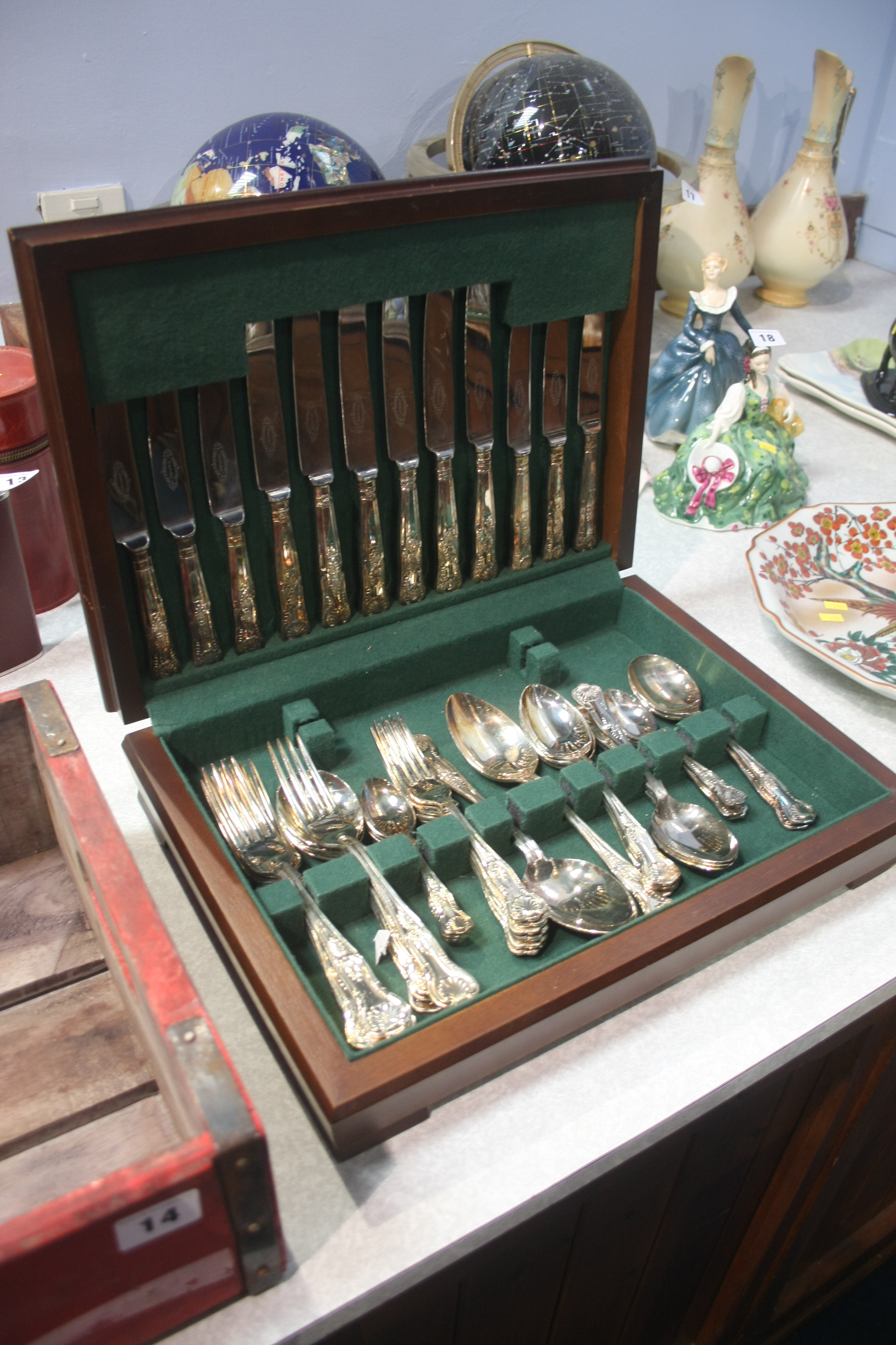 Lot 15 - Canteen of cutlery