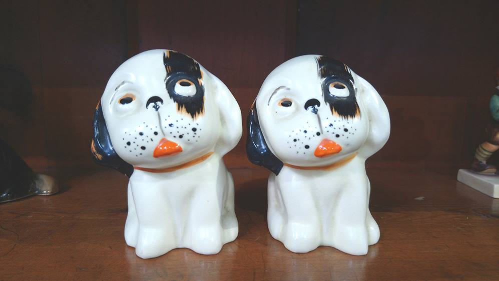 Pair of small Crown Devon dogs