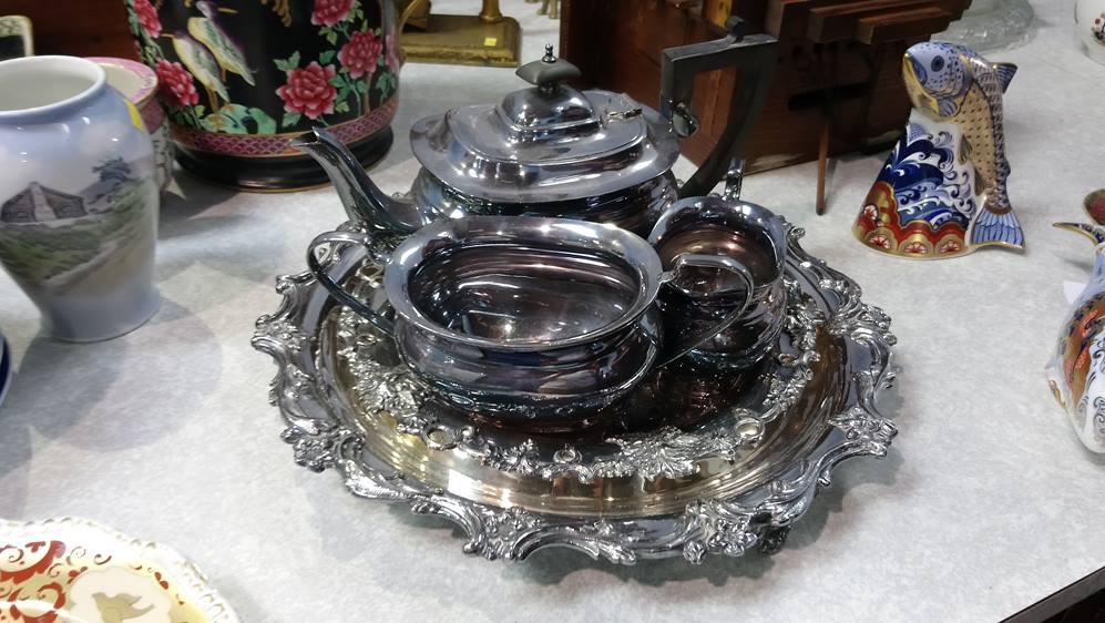 A quantity of silver plates