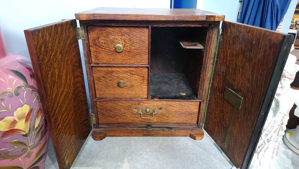 Oak smokers cabinet in the form of a Safe - Image 2 of 2
