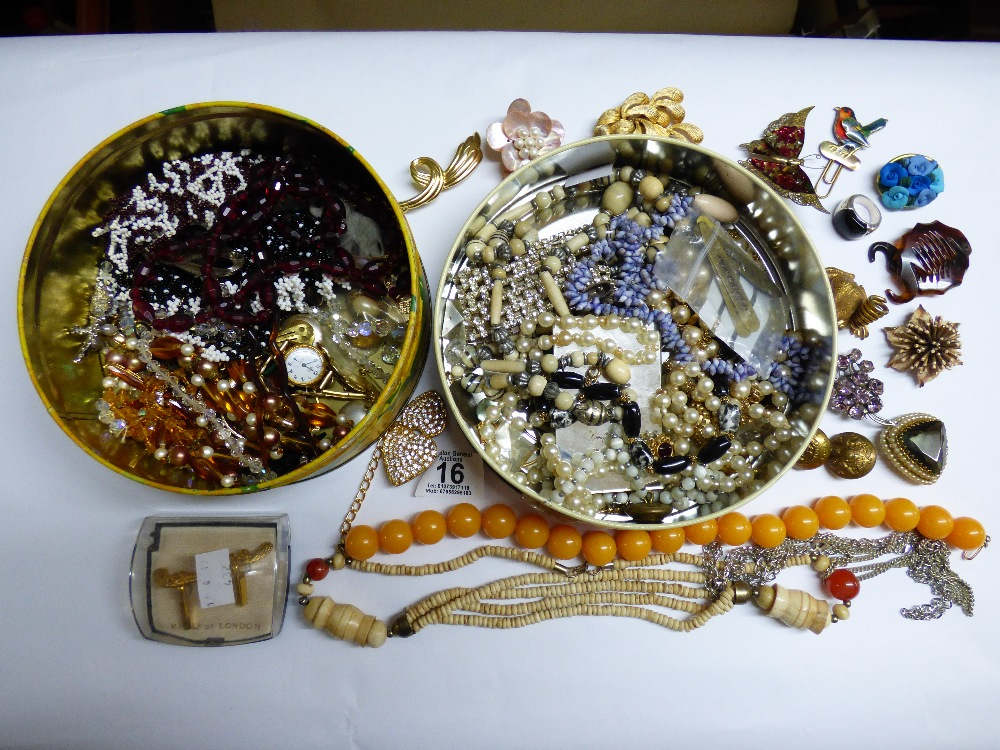 Lot 16 - QUANTITY OF COSTUME JEWELLERY