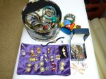 Lot 14 - QUANTITY OF COSTUME JEWELLERY