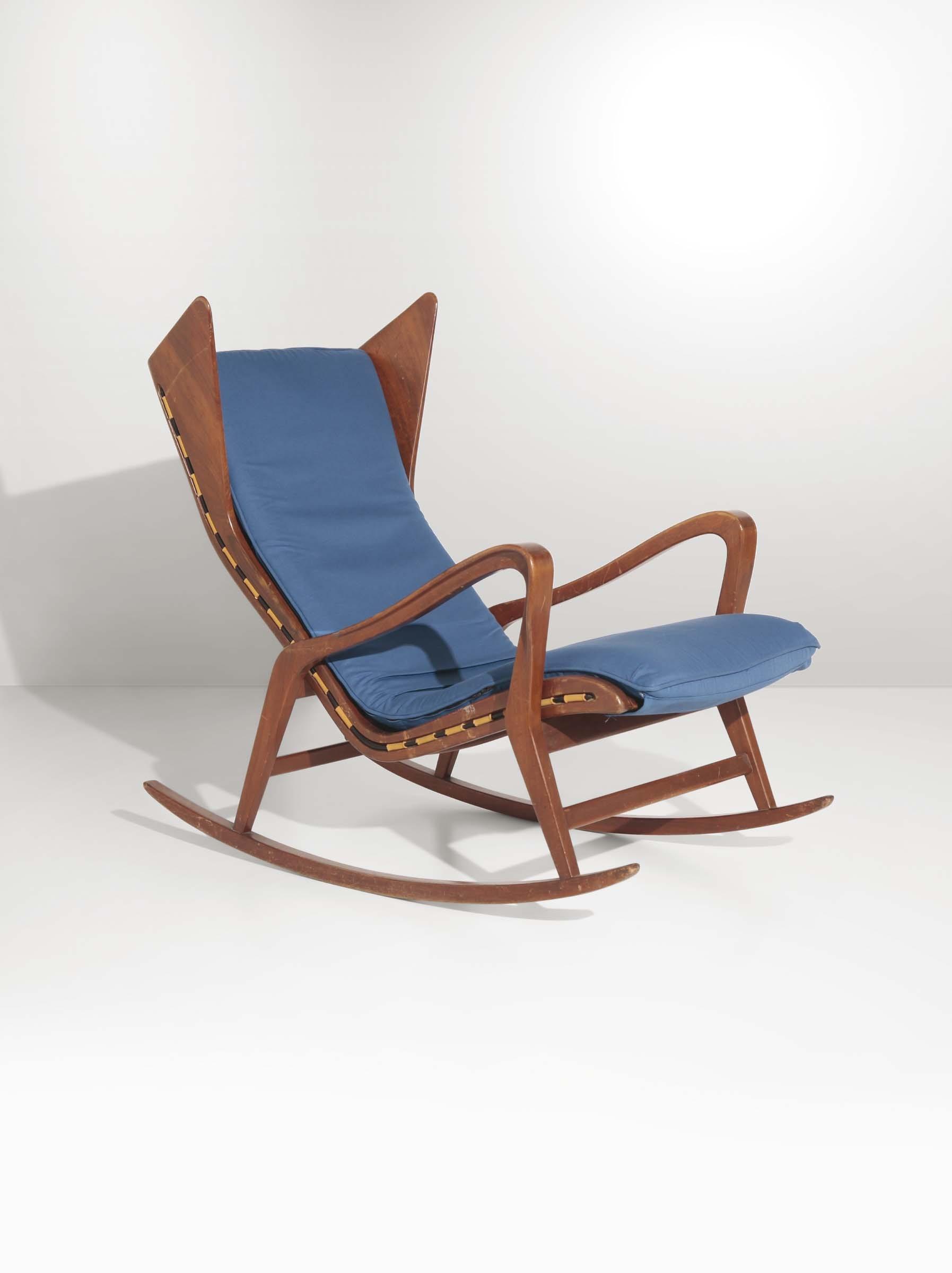 Studio cassina sedia a dondolo mod con struttura in legno e