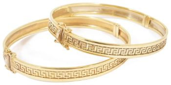 A pair of contemporary matching 9ct gold hinged bangles each with a continual central raised Greek