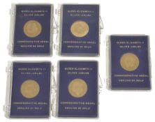 Five 9k gold Queen Elizabeth II Silver Jubilee Commemorative Medals, each individually cased, (5)