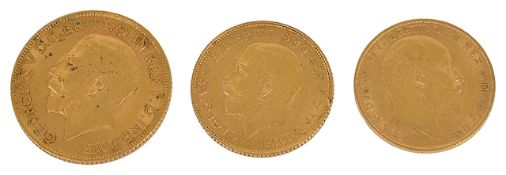 A George V fine gold sovereign, together with two gold half sovereigns,