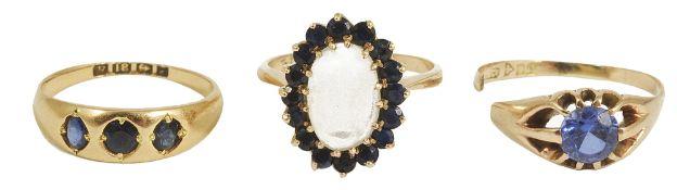 A Victorian three stone sapphire set gypsy ring,