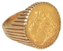 A George V 1914 fine gold sovereign ring