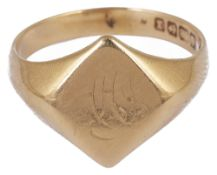 A gentleman's 18ct gold engraved signet ring