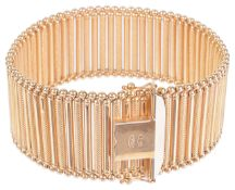 An attractive Continental 18ct rose gold braceletfully articulated and formed of alternate smooth