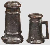 Zwei Bronzeböller, deutsch oder französisch um 1800 Unterschiedliche Standböller aus Bronze mit
