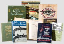 Konvolut Bücher zu Waffentechnik und -geschichte Darunter Richard Mahrholt, Waffenlexikon für