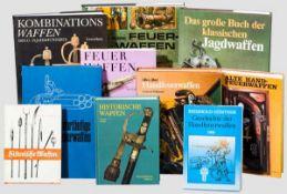Zehn Bücher zur Waffengeschichte allgemein Neun Bände zur Waffengeschichte. Der Schwerpunkt liegt