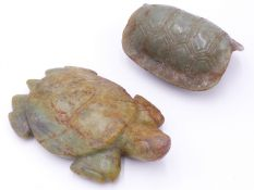 A LARGE ARCHAISTIC ORIENTAL CARVED JADE TURTLE WITH SHALLOW RELIEF CARVED EYE TO THE CARAPACE,
