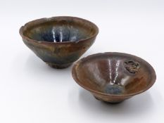 TWO EARLY CHINESE CONICAL FORM FOOTED SMALL BOWLS WITH BLUE AND BROWN GLAZES. 12.5 CM & 10.5CM