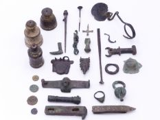 A GROUP OF ROMAN BRONZE AND OTHER ARTIFACTS TO INCLUDE A SPOON, A CROSS AND OTHER PENDANTS,