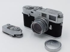 A ERNST LEITZ LEICA M2 CAMERA S.No M2-970488 WITH LEITZ ELMAR F-5CM 1:2.8 LENS C/W INSTUCTION MANUAL