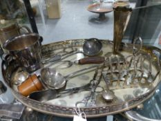 A LARGE ENGLISH SILVER PLATED GALLERY TRAY TOGETHER WITH VARIOUS FURTHER PLATED WARES AND A