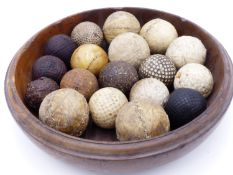 A GROUP OF INTERESTING ANTIQUE GOLF BALLS TO INCLUDE FEATHERY , GUTTY BRAMBLES & MESH EXAMPLES