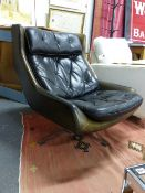 A LARGE RETRO GREEN LEATHER SWIVEL CHAIR