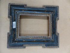 AN ANTIQUE CONTINENTAL CARVED GILTWOOD AND EBONISED SMALL FRAME, REBATE 16 X 11.5CM