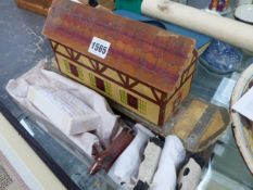 A VINTAGE CONTINENTAL POLYCHROME PINE NOAH'S ARK. CHILDREN'S TOY WITH VARIOUS ANIMALS