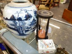 CHINESE FAMILLE ROSE DRESSER BOX AND LID, AN EXPORT BLUE AND WHITE GINGER JAR AND A HARDWOOD HOUR