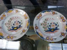 A PAIR OF ANTIQUE DELFT PLATES WITH POLYCHROME FLORAL DECORATION