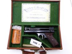 A WEBLEY SENIOR AIR PISTOL, IN .22 CALIBRE, SERIAL NO S12877, CONTAINED IN ITS GREEN FELT LINED