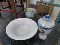 THRE ITEMS OF TIN GLAZE ITALIAN POTTERY TO INCLUDE TWO DRUG JARS AND A BASIN