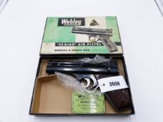 A WEBLEY SENIOR AIR PISTOL, IN .22 CALIBRE, SERIAL NO 1042, CONTAINED IN ITS ORIGINAL BOX,