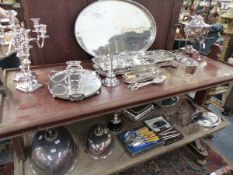 AN EXTENSIVE COLLECTION OF ANTIQUE AND LATER PLATED WARES, TO INCLUDE TRAYS, SERVING DISHES, URNS