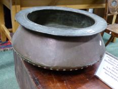 A LARGE COPPER RIVETED JARDINIERE. APPROX 57cms DIAMETER