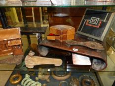 A COLLECTION OF ORIENTAL WOODEN WARES TO INCLUDE A CARVED CHINESE LOW TABLE WITH INCURVE SCROLL