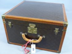 A LOUIS VUITTON SMALL SUITCASE SERIAL NUMBER 28400?, THE INTERIOR WITH GOLD LV LABEL, LIFT OUT