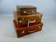 A GOOD EARLY 20TH. CENTURY CROCODILE SKIN SUITCASE WITH BRASS CLASPS, A SIMILAR SMALL SUITCASE AND A