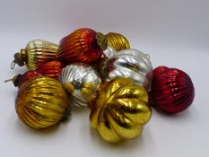 A SMALL COLLECTION OF VINTAGE GLASS CHRISTMAS BAUBLES WITH SILVERED AND COLOURED INTERIORS.