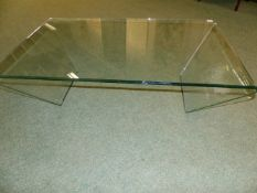 A CONTEMPORARY PLATE GLASS SHAPED COFFEE TABLE.