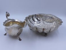 A WALKER AND HALL SILVER HALF PINT SAUCE BOAT, DATED 1921 TOGETHER WITH A SILVER SCALLOPED SHELL