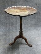 AN ANTIQUE CARVED MAHOGANY LAMP TABLE IN THE GEORGIAN STYLE WITH PIE CRUST TOP AND SCROLLED TRIFID