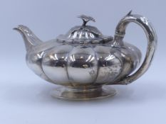 A SILVER HALLMARKED TEAPOT DATED 1834 LONDON, MAKER WILLIAM BATEMAN II. MEASURING APPROXIMATELY