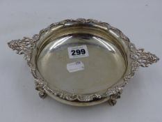 A SILVER TWO HANDLED BOWL ON FOUR LION MASKED PAW FEET, GLASCOW 1902, MAKER WEIR. 5ozs, D.14cms.