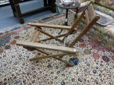 AN EARLY 20th.C.TEAK AND BRASS MOUNTED FOLDING CAMPAIGN CHAIR WITH EXTENDING ARMS.