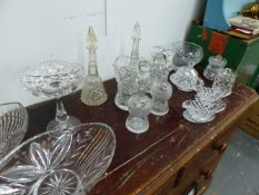 A QTY OF VARIOUS CUT GLASSWARE.