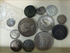 A MIXED SELECTION OF COINS.