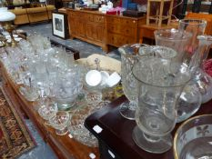 A QTY OF VARIOUS GLASSWARES.
